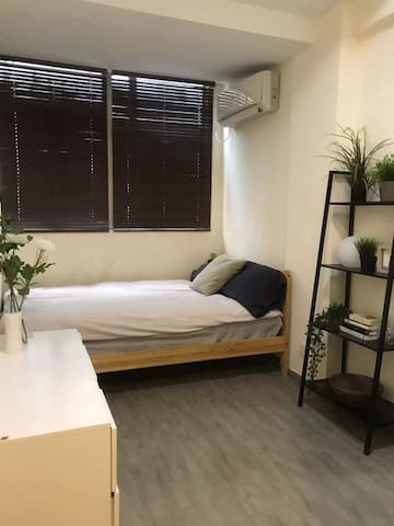 Spacious Studio in the center of Wan Chai