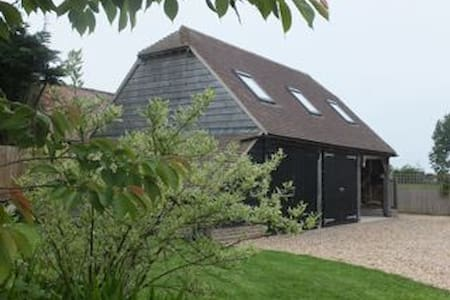 Lowood Barn, a stylish living space - West Sussex
