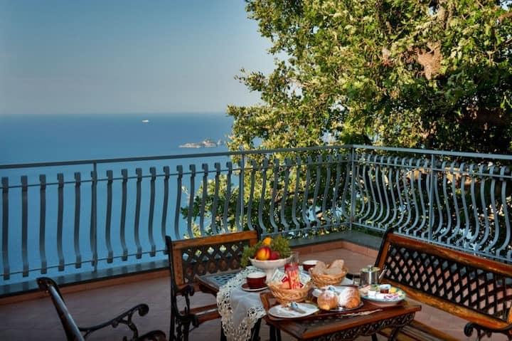 BB Villa La Quercia private balcony sea view