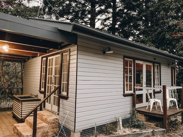 Rustic Guesthouse in Stokers Siding bushland