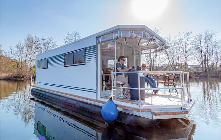 Houseboat with 1 bedroom on 27m² in Hennigsdorf