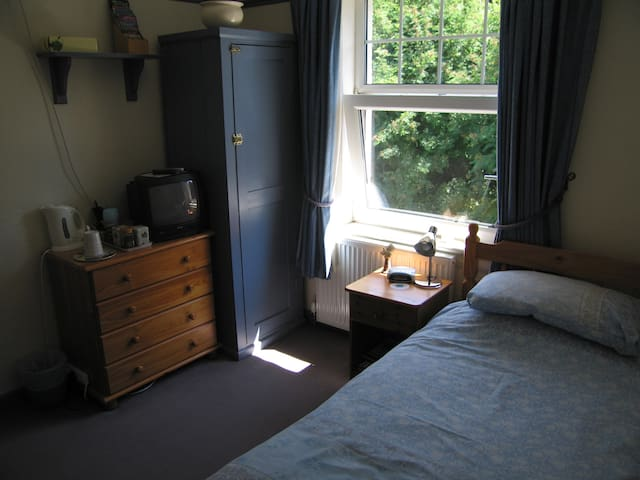 Cosy Single En-suite Room