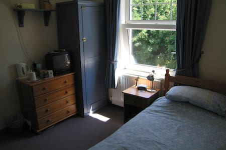 Cosy Single En-suite Room - Okehampton