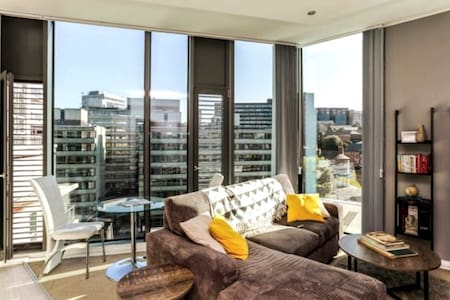 Modern city centre apartment with wow factor!