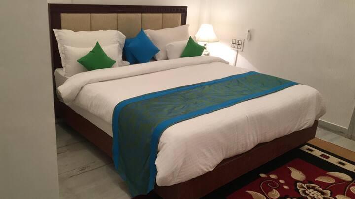 Nirvana Luxury Homestay (Ambrai ghat Lake Udaipur)