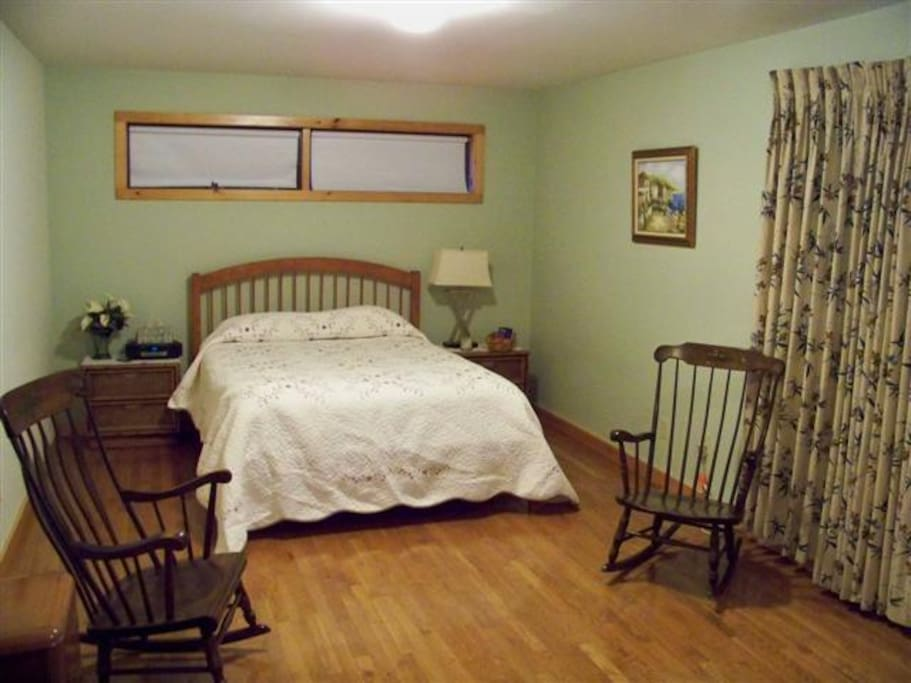 Queen size bed and sitting area