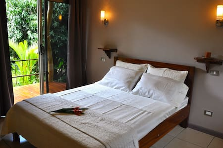 Tiriguro Lodge-B&B- Colibri - Orotina - Bed & Breakfast