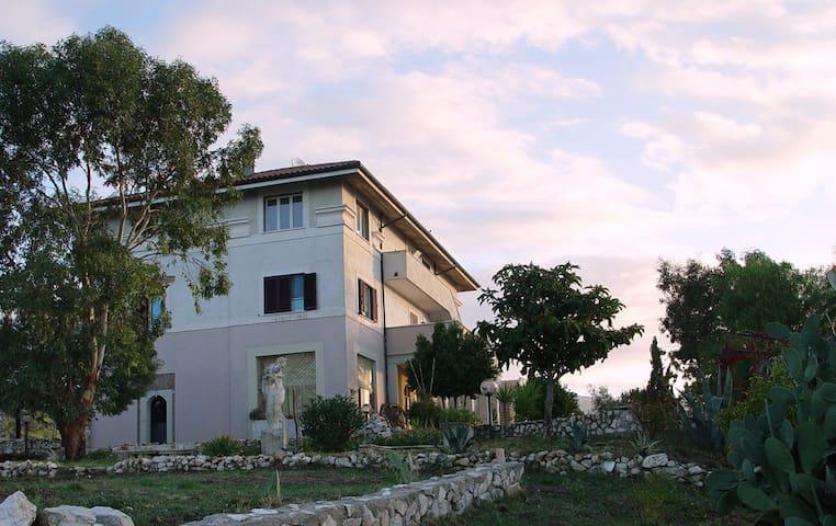 Villa Dei Romani  - Montecelio - Pousada