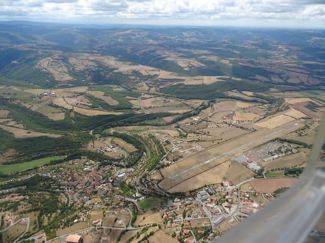 La région vu du ciel, depuis l'aérodrome de Saint Affrique-Belmont sur Rance
