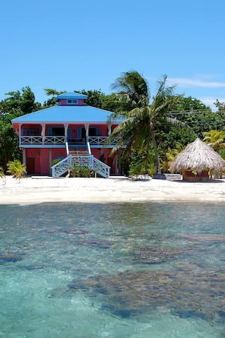 THE CORAL HOUSE ON TREASURE BEACH - Utila - Hus