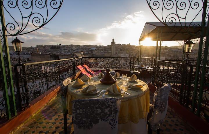 Suite Marocaine à l'entrée principale de Fés