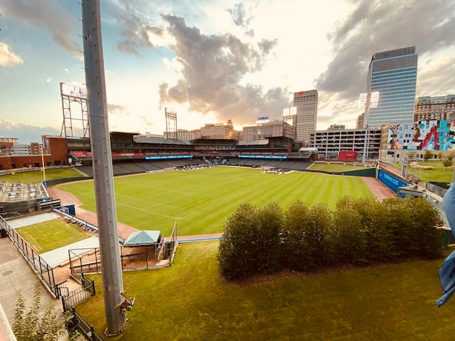 Amazing Downtown Apartment Attached To The Stadium