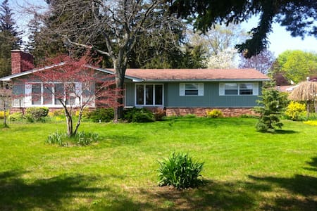 Spacious home 1km from the beach - Saugeen Shores - House
