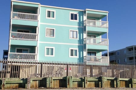 BEACH FRONT 3bd/2.5ba Condo w/pool GARDEN CITY - 默雷尔斯因莱特(Murrells Inlet) - 公寓