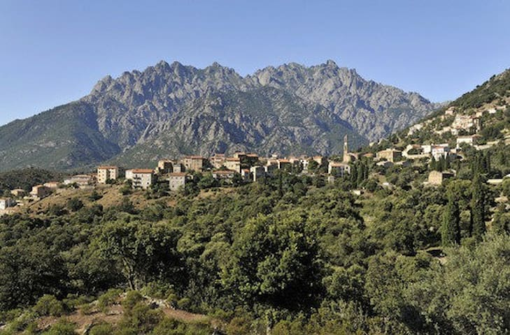 Apartment/pretty panorama in Corsican mountains
