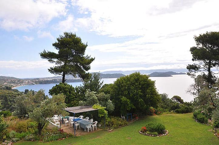 Sea views with garden - Skiathos, 39° 09' 06.90 N 23° 27' 54.75 E  - Appartement