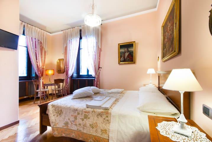 B&B Casa Gentile, Rosa Room - Como - Bed & Breakfast