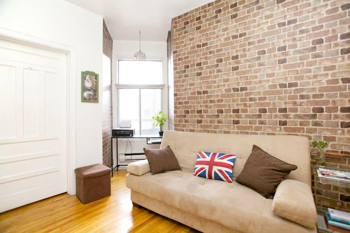 Cozy Room in Heart of Little Italy