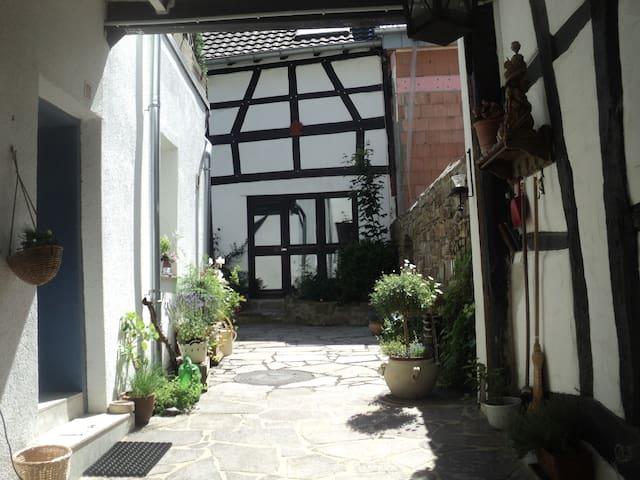 individuelle Fachwerkgemütlichkeit  - Rheinbach - Haus