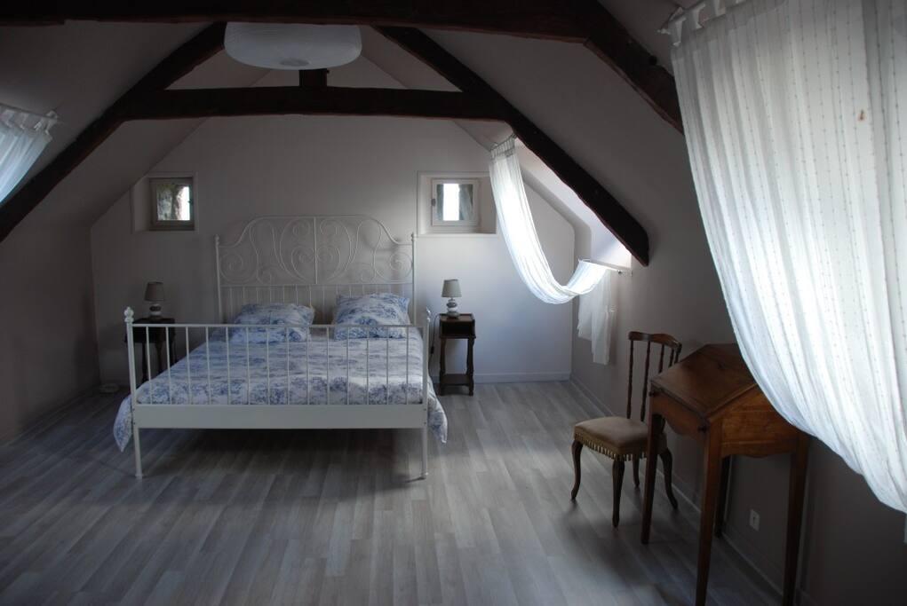 Chambre avec lit double + espace bébé