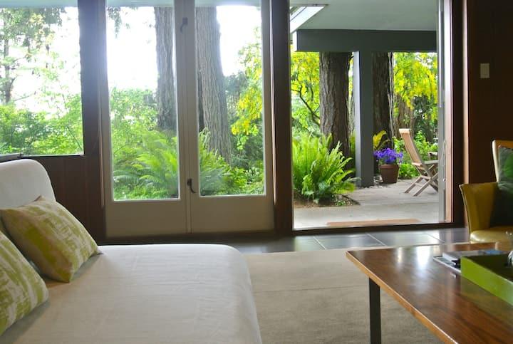 Chez Momo  -  Mid Century Modern  -  Water View