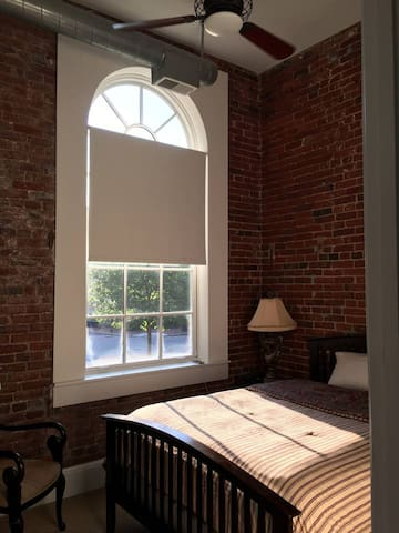 Bright and Spacious Room in Central DC