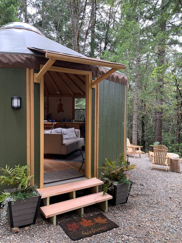 Secluded off grid Yurt Cabin - Closed for Winter