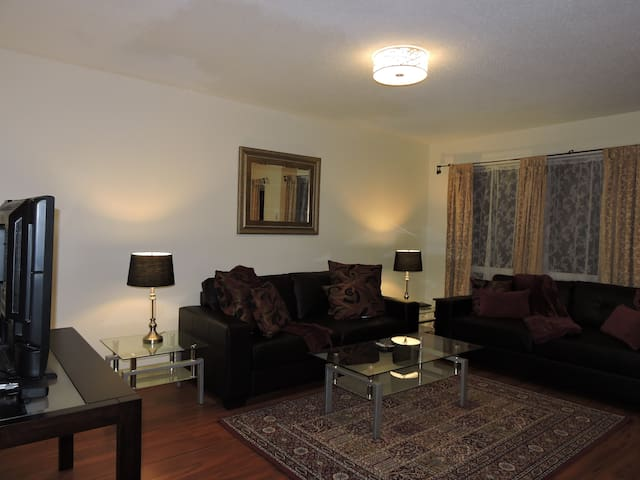 Fully Furnished Equipped Executive THome -Bronte
