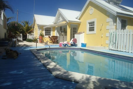Charming new villa apt, with pool. - Bottom Bay
