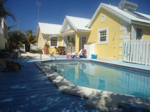 Stylish villa apt, pool, amazing beach very close