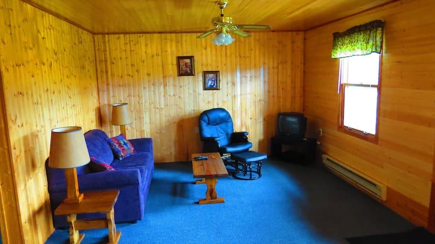 Newfoundland -Mountain Waters Resort - Cottage 4 - Portland Creek - Cabin