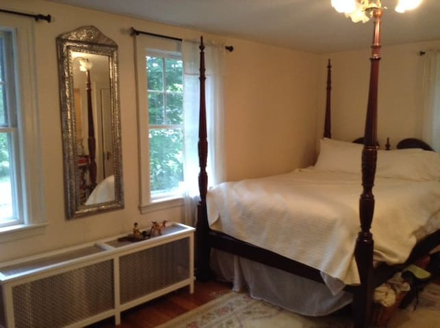 Four Poster Bed in leafy suburb - Topsfield - House