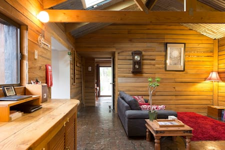 Firetail Bush Retreat - Cosy Cottage With Log Fire