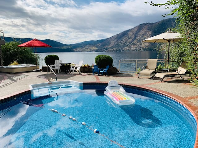 Lakefront Paradise- Pool, HotTub, Dock, Game Room!