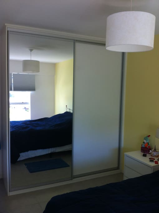 quarto com armário - bed room