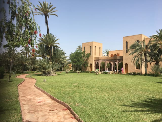 Authentic Family House in the Marrakesh palm grove