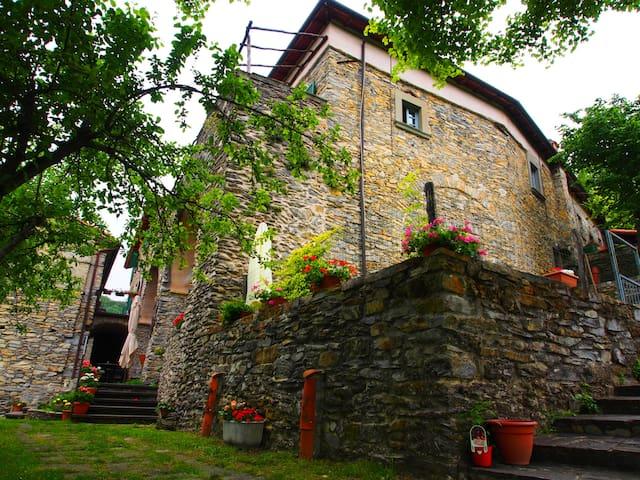 Room in Tuscany Lunigiana - Granaio - Comano