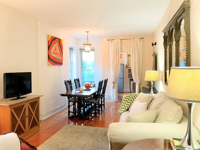 SUMPTUOUS 1BR in BEST Brooklyn Heights Location