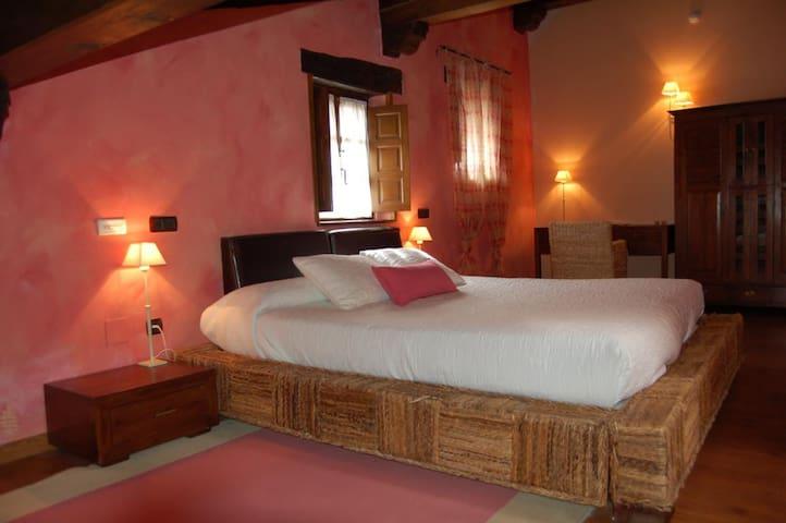 Habitación con Hidromasaje  en Santillana del mar - Santillana del Mar - Szoba reggelivel