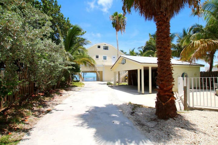 KEYS OCEANFRONT HOME PRIVATE BEACH POOL + 3 VILLAS - Marathon