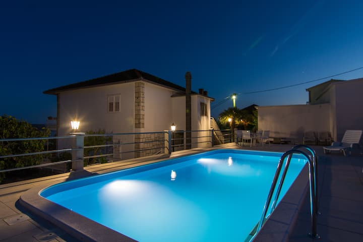 Offer***PRIVATE POOL -house for 6 people**BBQ,