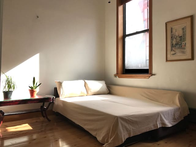 2nd Floor, semi-private flex-bedroom, East Village - Нью-Йорк - Квартира