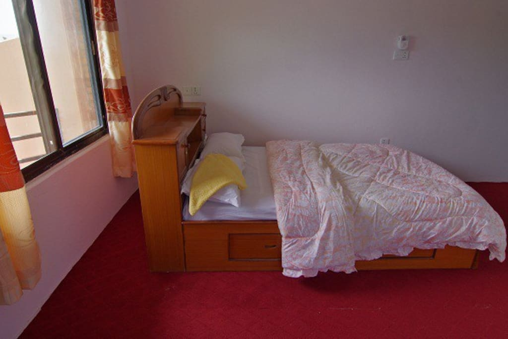 big size of room and bed