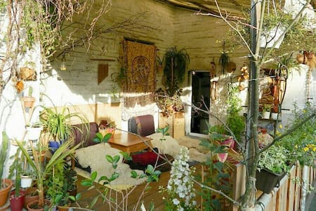 Cosy, arty freestanding house! - Berliini - Talo