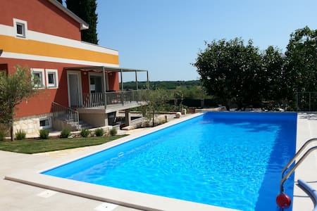 Rosemary delight: new, comfortable + big pool - Savudrija