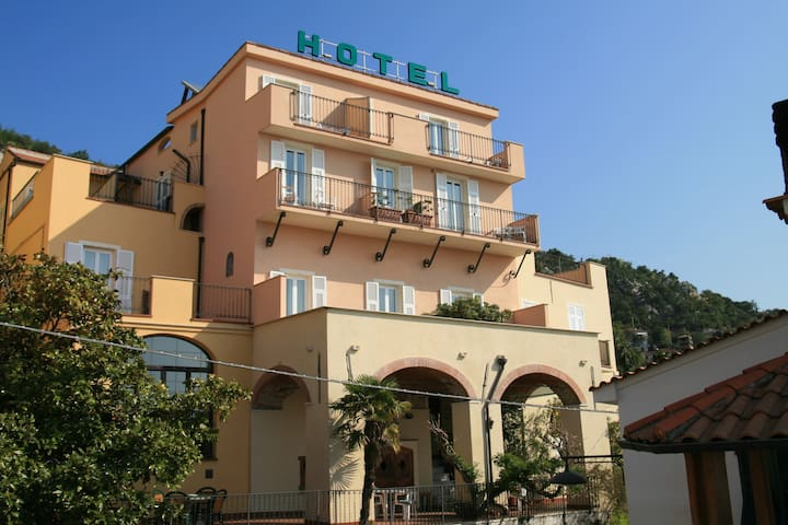 Single room with view over the sea for one person. - Pietra Ligure