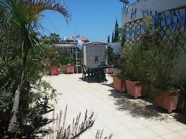 Rooftop studio B&B-Herzliya Center - Herzliya - Bed & Breakfast