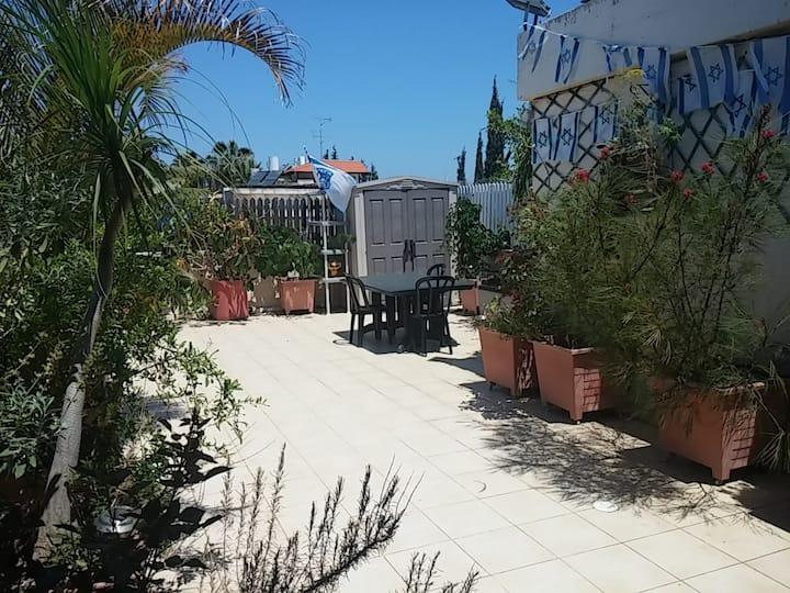 Rooftop studio B&B-Herzliya Center