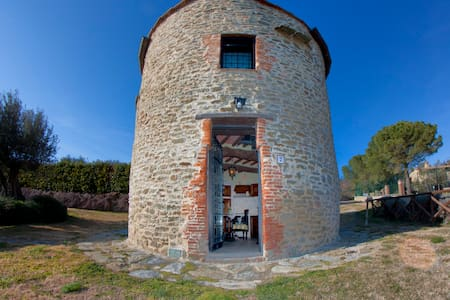 Old Tower, lake view, swimming pool - Tuoro sul Trasimeno - 성