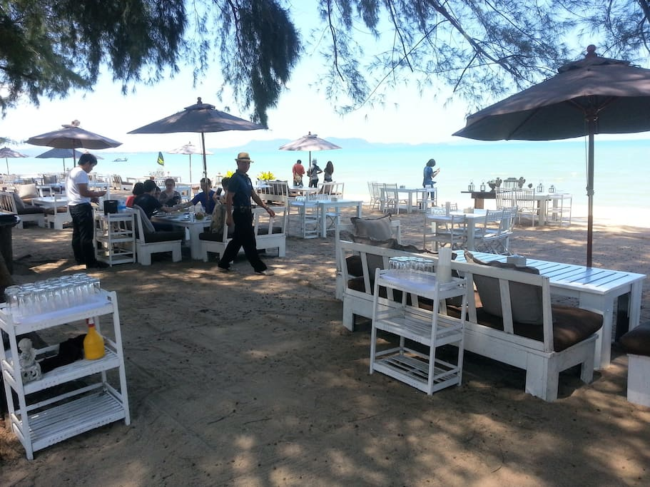 Relax beach front with table service